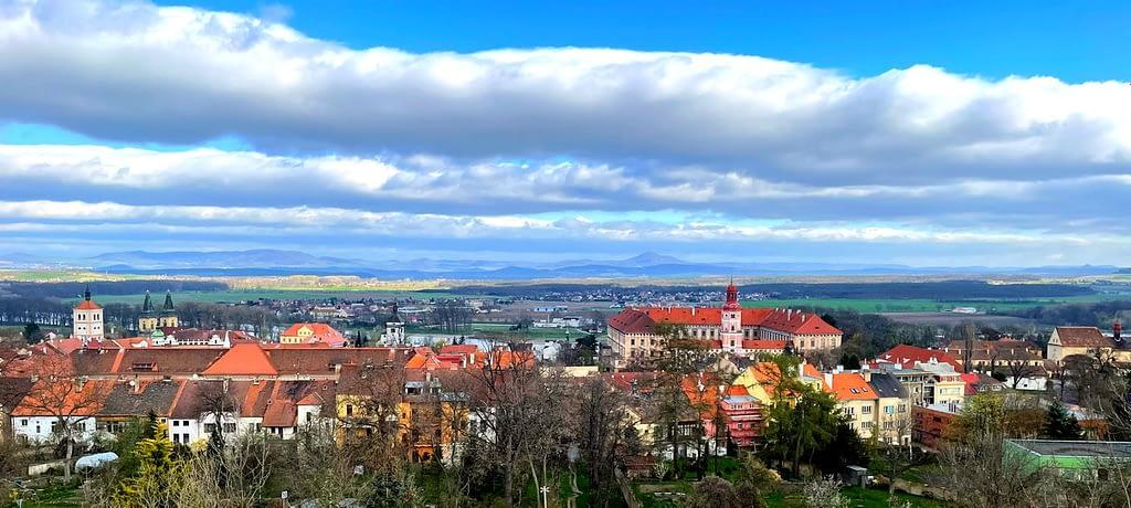 výhled na Roudnický zámek a okolí