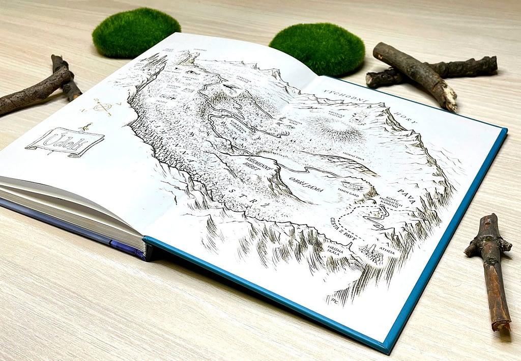 vnitřní strana desek s mapou