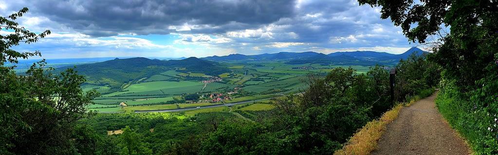 Výhled z kopce Lovoš