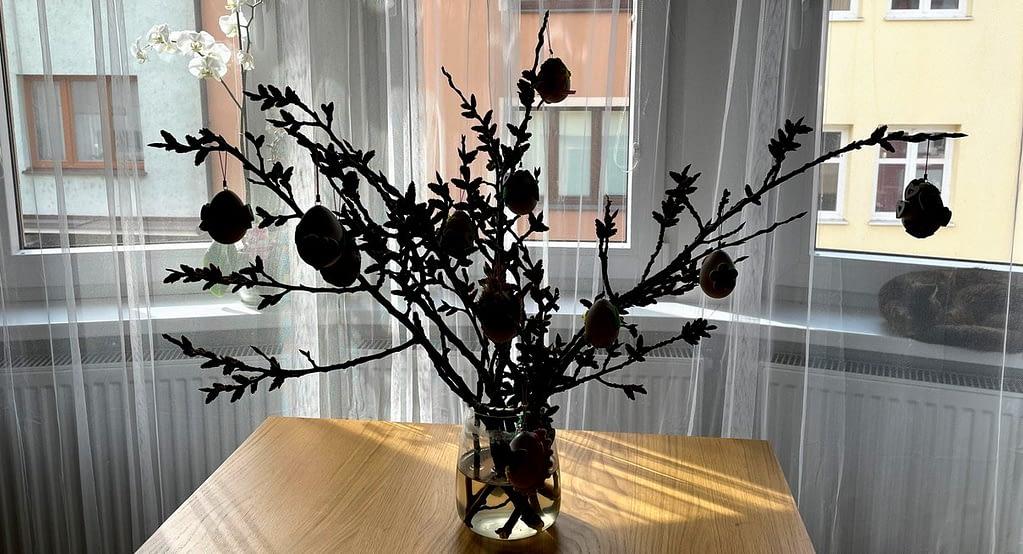 velikonoční výzdoba, větve a vajíčka