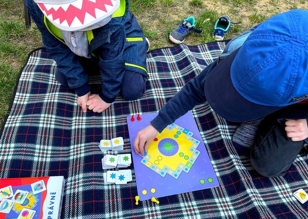 Logopedie hrou - velká prča - RECENZE, děti hrají deskovou hru