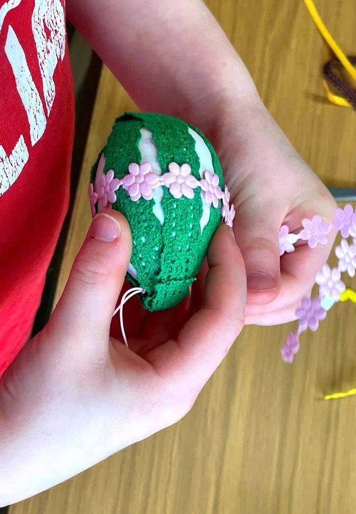 zdobení plastového vajíčka